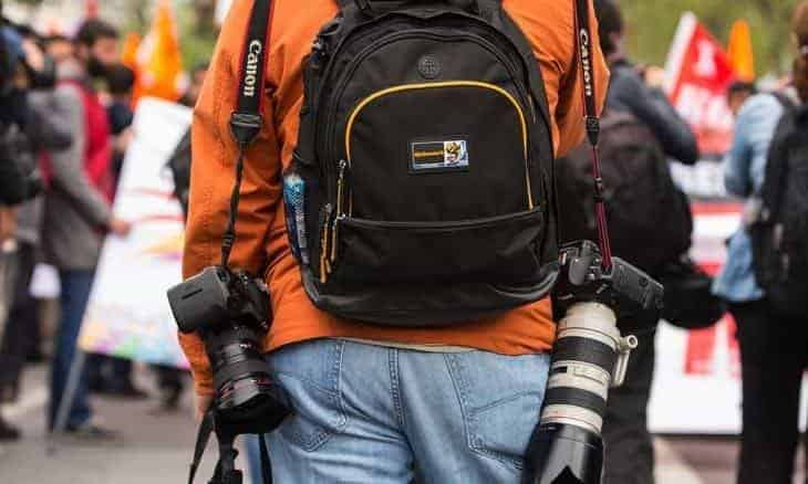 Best Camera Strap for Hiking 2019 | Carry your Gear